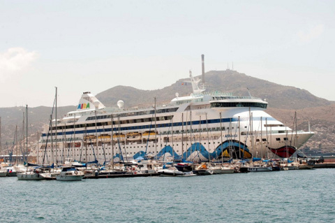 Cartagena cruise protest averted as bars and council reach agreement.