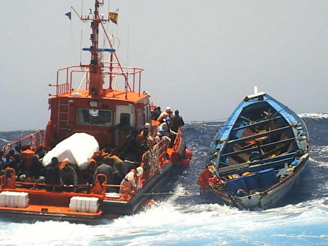 Cartagena, 4 illegal immigrants arrested and a second boatload detained